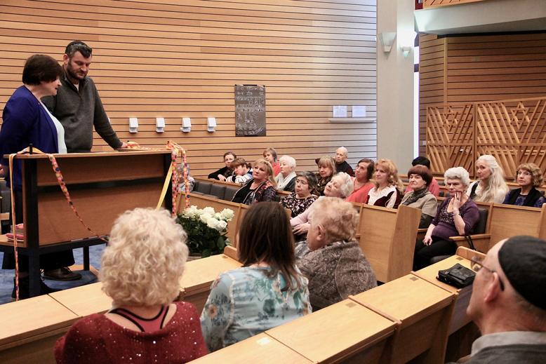 Irina Katz und Kantor Moshe Hayoun geben Einführung zu Purimfest