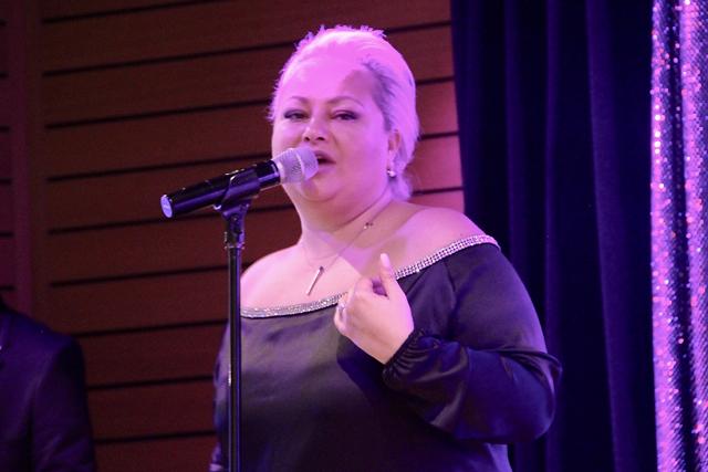 Jazzsängerin Ellada Sumanshii sing