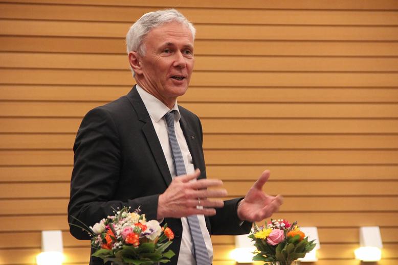 Professor Dr. Jochen Cornelius-Bundschuh spricht zur Gemeinde