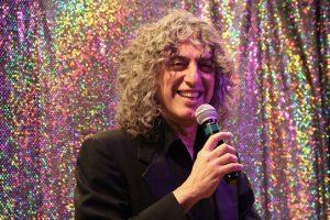 Moshe Beker singt