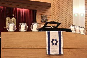 podium mit Flagge Israels