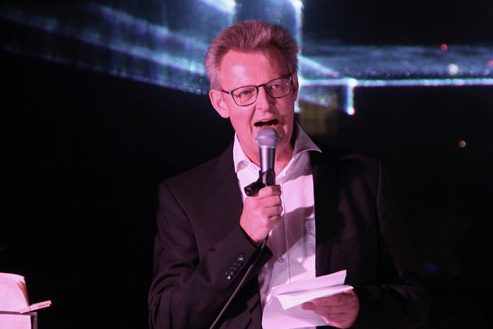 Bürgermeister Ulrich von Kirchbach spricht zu Gemeinde