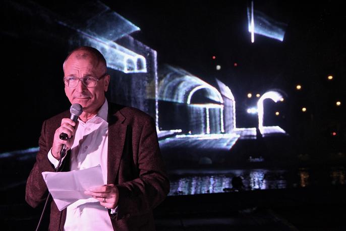 Volker Beck vor Laserinstallation