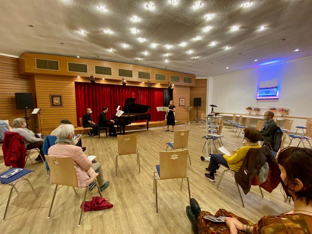 Gemeinde hoert Musik