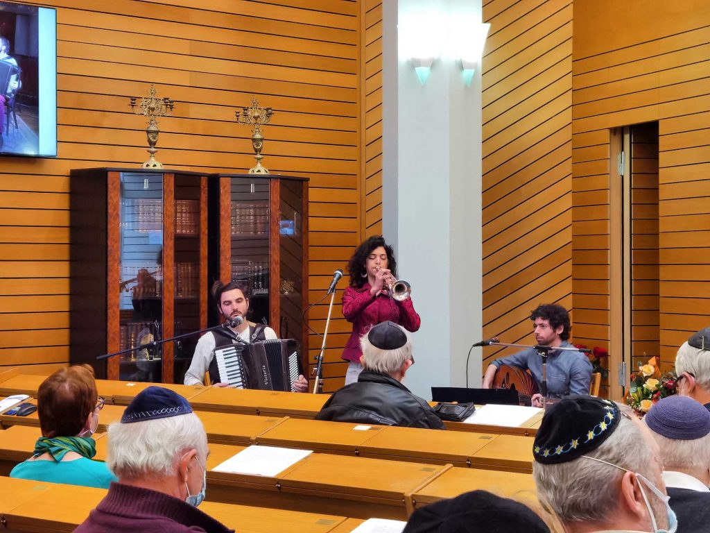 Musikact in Synagoge